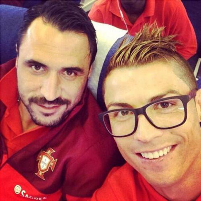 El Delantero Del Real Madrid Cristiano Nos Present   A Trav  S De Las
