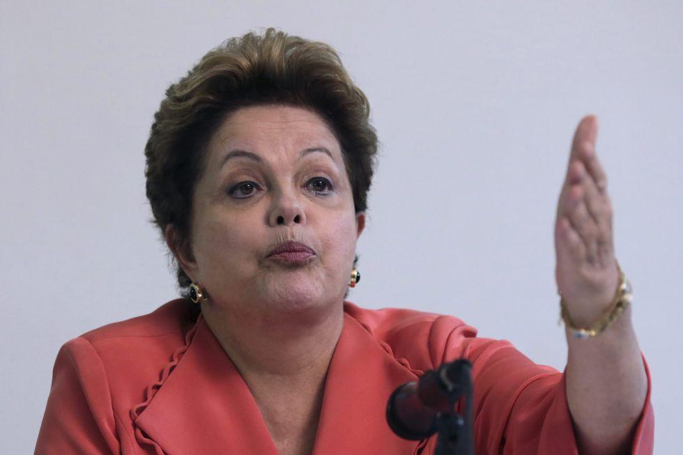 """Rousseff dice que no siguió """"el patrón FIFA, sino el de Scolari"""""""