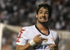 Botafogo se pone líder; doblete de Pato con el Corinthians