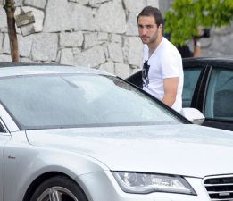 Gonzalo Higuain training alone as he waits for Arsenal move, AS say deal will happen this week