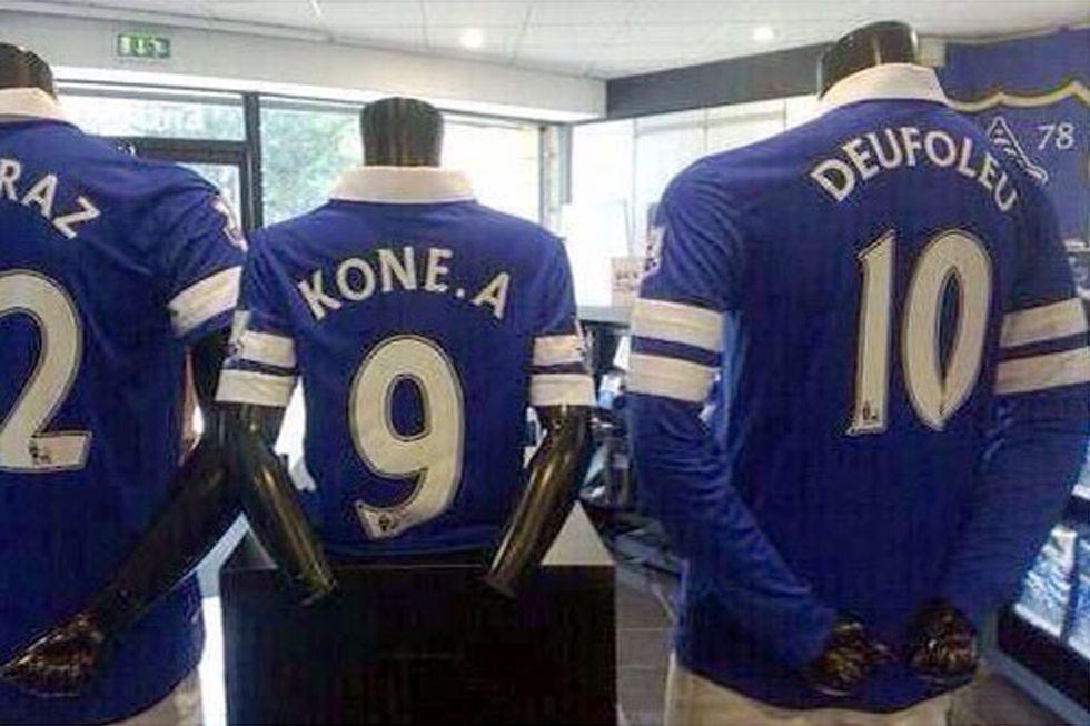 La tienda oficial del Everton confunde el nombre de Deulofeu