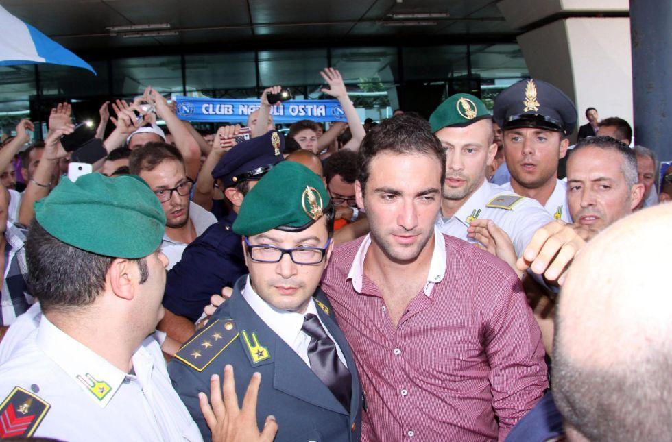 """El Nápoles hace oficial el fichaje de Higuaín: """"Soy muy feliz"""" - AS.com"""