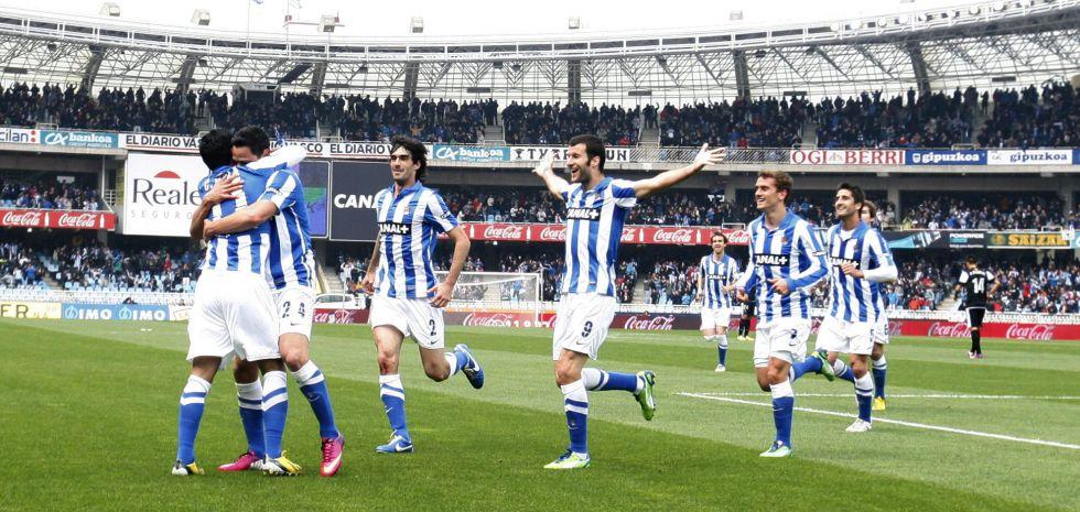 Seferovic debuta con la Real marcando cuatro goles