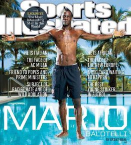 Mario Balotelli camina sobre el agua para Sports Illustrated