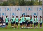 El Barça se entrena sin Messi y con Adriano a medio gas