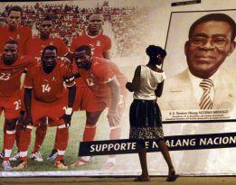 Los futbolistas de la Selección no quieren fotos con Obiang