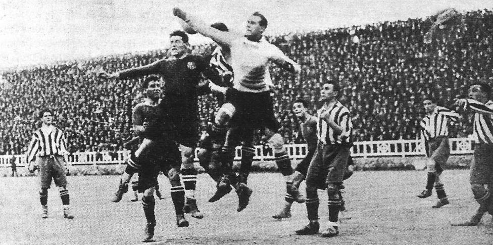 Partido de semifinales de Copa del Rey disputado en el Estadio Les Corts. Barcelona - Atlético de Madrid, primer enfrentamiento de la historia de ambos equipos.