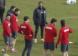 Simeone ensayó con Sosa y Raúl García en el once titular