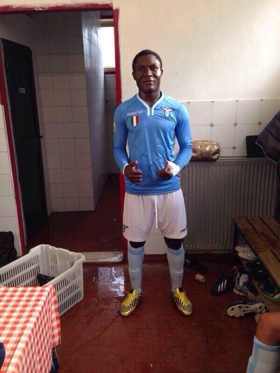 En África aseguran que un joven de la Lazio tiene 42 años