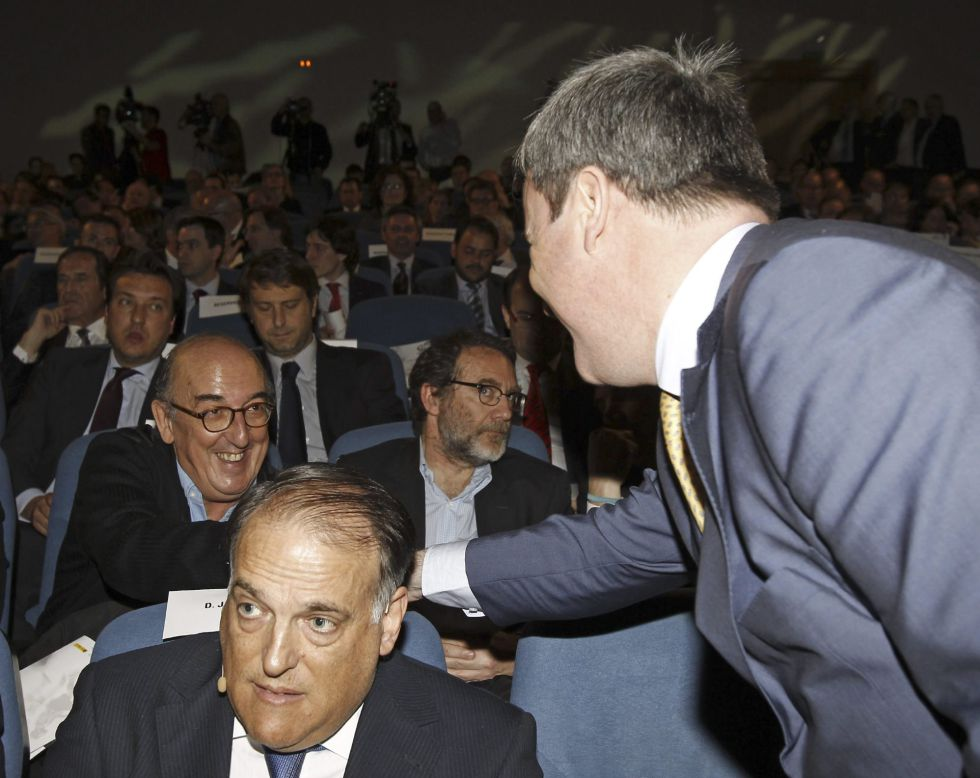 """Tebas: """"Ahora hemos pedido más documentación al Barça"""""""