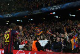"""Alves niega que se encarase a la grada: """"No era un reproche"""""""