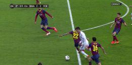 Alves derribó a Cristiano fuera del área: se señaló penalti