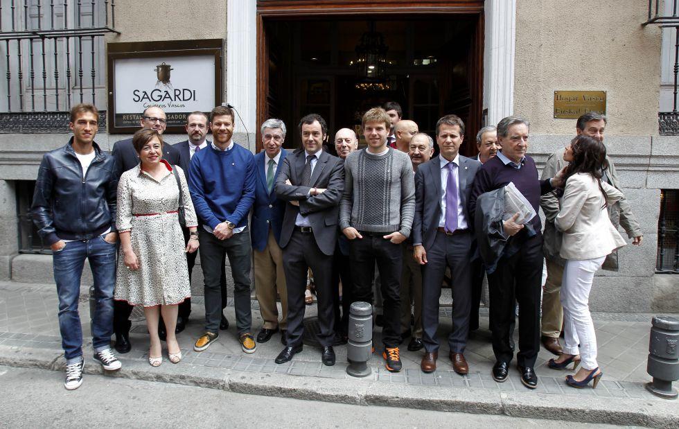 Xabi Alonso e Illarramendi apoyan y se vuelcan con el Eibar