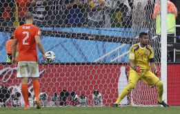 El vídeo del 'penalti fantasma' de Vlaar arrasa en las redes sociales - AS.com