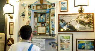 Nápoles aún venera a Maradona 30 años después de su llegada