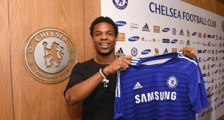 Loic Remy sustituye a Torres en el Chelsea; firma cuatro años