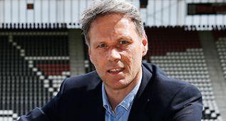 Van Basten dimite como técnico del AZ Alkmaar por estrés