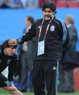 Messi y Maradona: pulso entre dos mitos