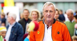 Johan Cruyff sale en defensa del seleccionador Guus Hiddink