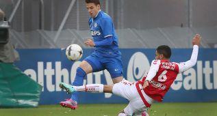 El PSV se aferra al liderato con una goleada al Utrecht