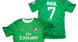 Ya a la venta la camiseta del New York Cosmos de Raúl
