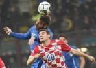 Italia y Croacia se neutralizan en el partido de las bengalas