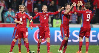 República Checa remonta ante Islandia y se coloca líder
