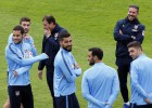 Giménez y Griezmann apuntan al once contra el Málaga
