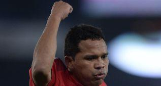 """Carlos Bacca: """"Alves me llamó colombiano de mierda"""""""