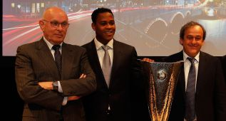 Van Praag luchará por el sillón presidencial de Blatter en FIFA