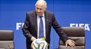 Blatter formaliza su candidatura a la reelección de presidente