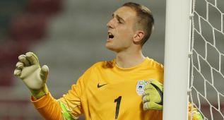 Oblak fue titular en la derrota eslovena en un estadio vacío