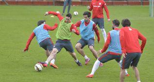 Aduriz volverá al frente del ataque en la visita al Sevilla