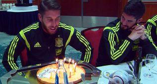 Ramos celebró su cumpleaños en la Roja con tarta incluida