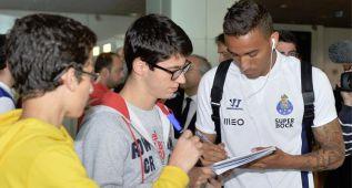 Locura por el nuevo madridista Danilo a su llegada a Madeira
