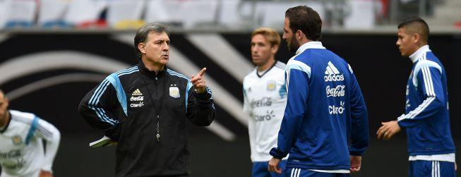 El Tata Martino llega a Europa para verse con los argentinos