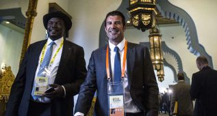 Figo acusa a Blatter de no dejar hablar a los candidatos a la FIFA