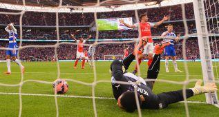 Alexis mete al Arsenal en la final de la FA Cup