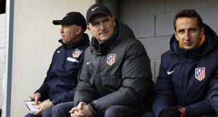 Carlos Aguiar, destituido como técnico del Atlético B