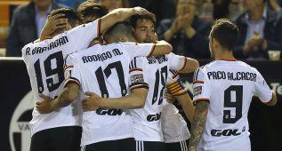 El Valencia no falla, golea a un débil Granada y sigue cuarto
