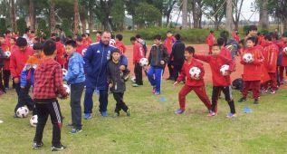 Soxna envía a los niños chinos que recomiendan 22 técnicos con el escudo del Madrid