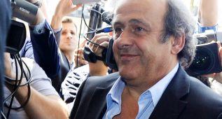 Platini pide a Blatter que dimita, pero se enroca y se presentará