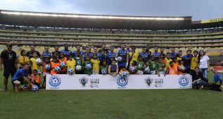 Los jugadores del Espanyol reparten sonrisas en Guayaquil