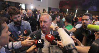 Cruyff: ''A los que pitan el himno les falta un tornillo''