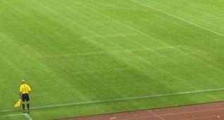 Una esvástica fue dibujada sobre el césped del estadio Poljud