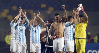Argentina golea a Paraguay y se cita en la final con Chile