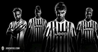 Pogba posa con la nueva camiseta de la Juventus