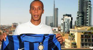 El Atlético hace oficial el fichaje de Miranda por el Inter de Milán