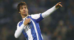 Óliver Torres, premiado como jugador revelación en Portugal