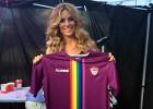 El 'Guada' presenta su camiseta arcoiris contra la homofobia